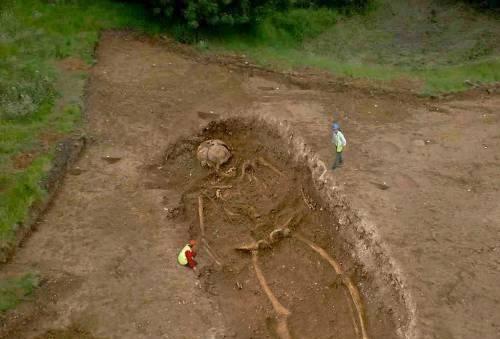 """Hoax – """"Giant Skel..."""